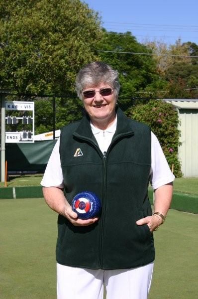 Domino Lawn Bowls Garments and woLadies bowls apparel - Ladies Polar Fleece Lawn Bowls Vest and ladies bowling jackets