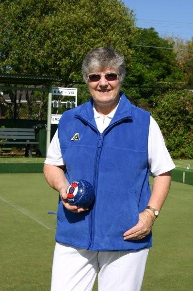 Domino Lawn Bowls Clothing and woLadies bowls clothes - Ladies Polar Fleece Lawn Bowls Vest and ladies bowling jackets