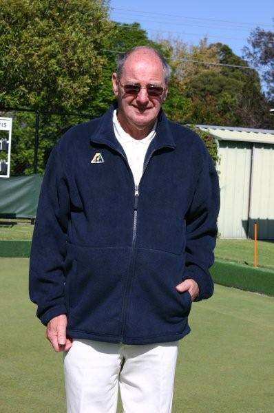 Domino Lawn Bowls Clothing and gents bowls clothes - Mens Polar Fleece Lawn Bowls Vest and mens bowling jackets